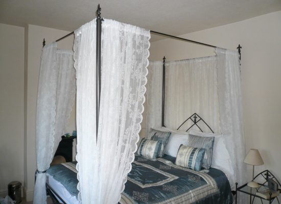 4 Poster Iron Bed