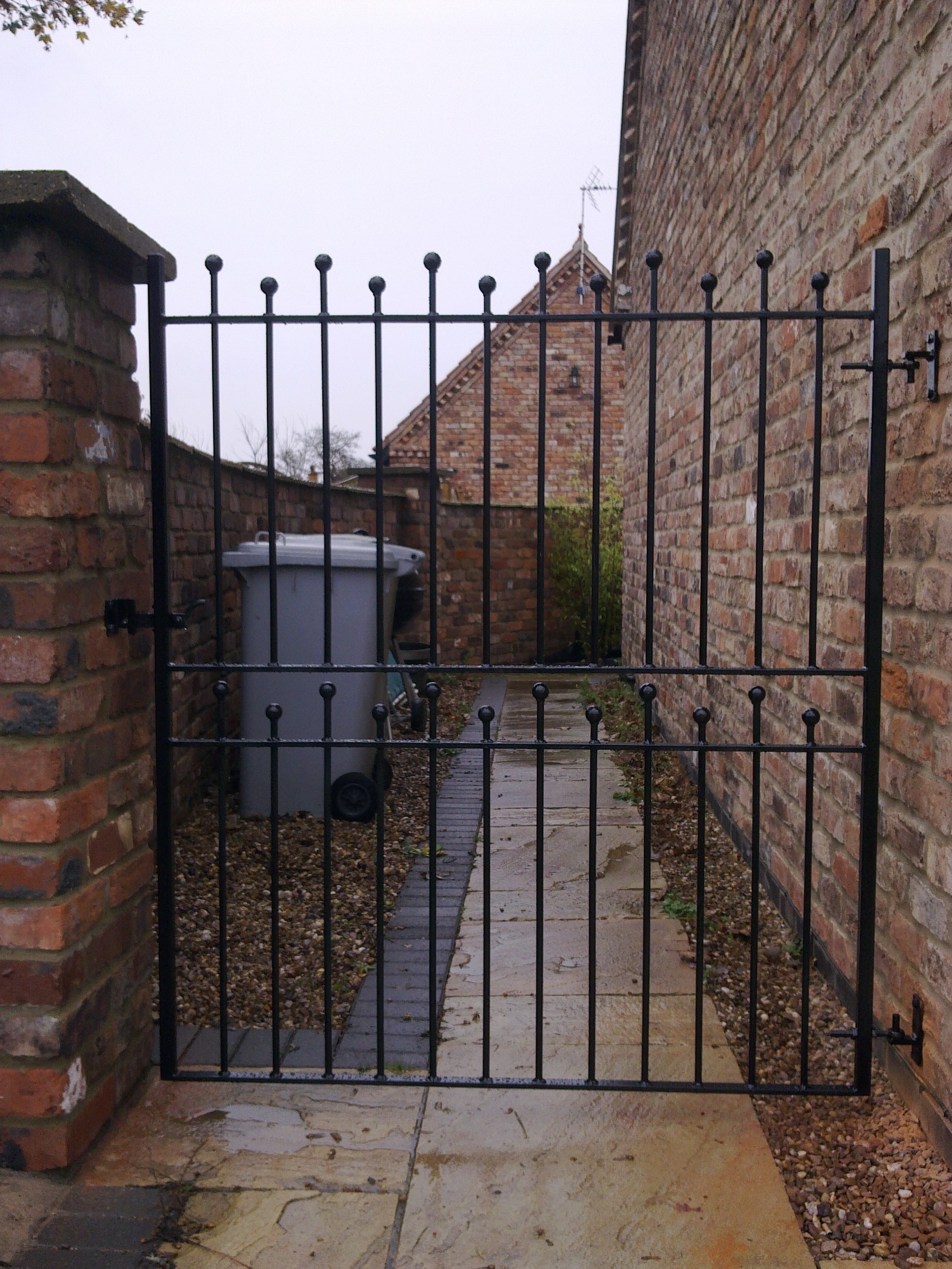 Ball Top Gate