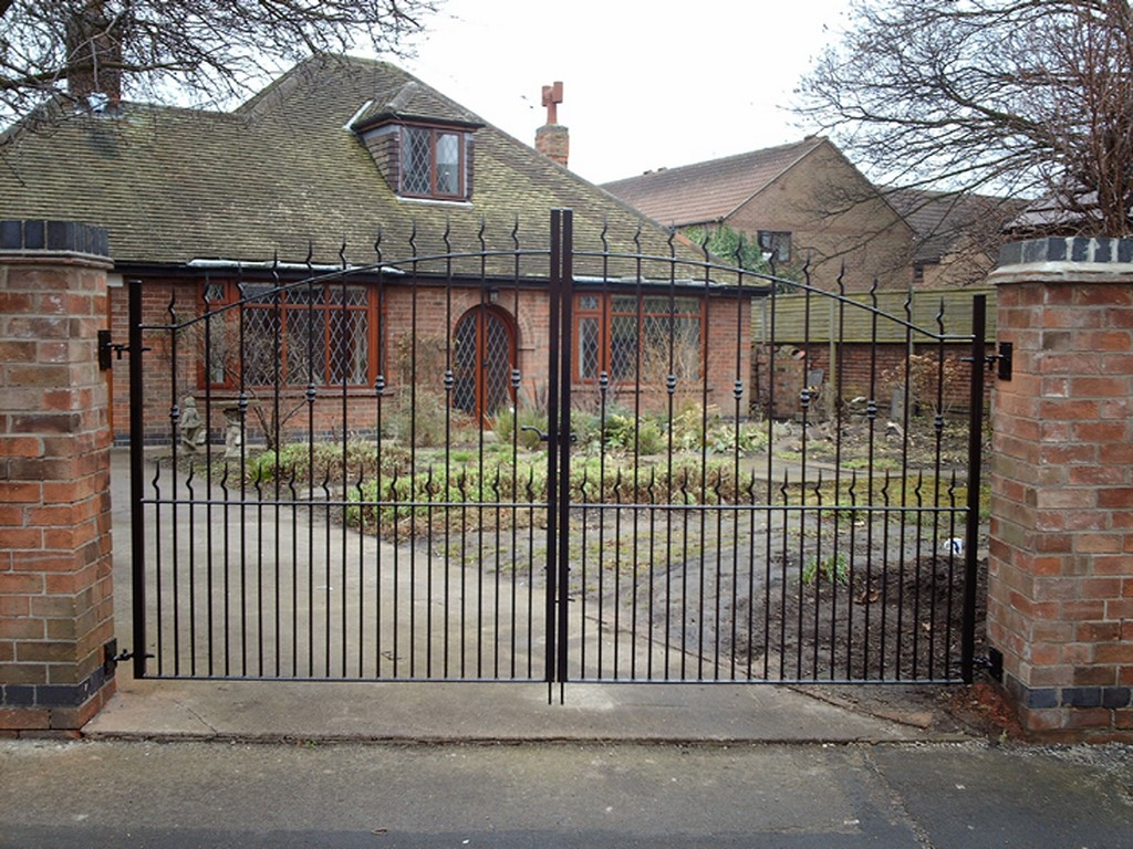 6 foot Bow Top Iron Gates