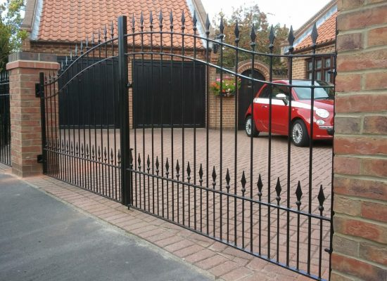 Double Bow Top Gates With Railheads