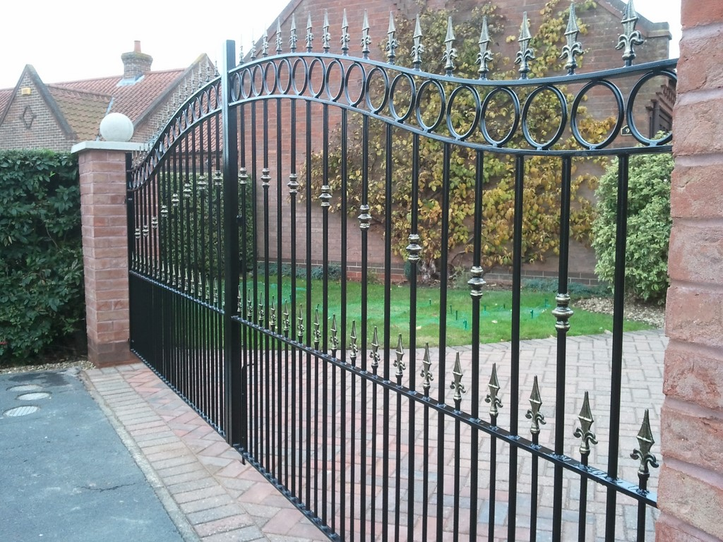 Bespoke Iron Gates Bow Top