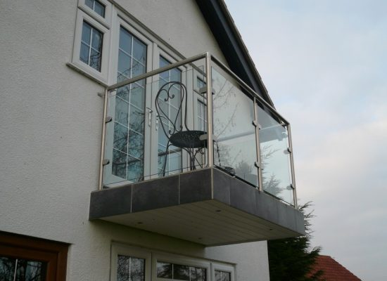 Glass & Stainless Steel Balustrade Balcony